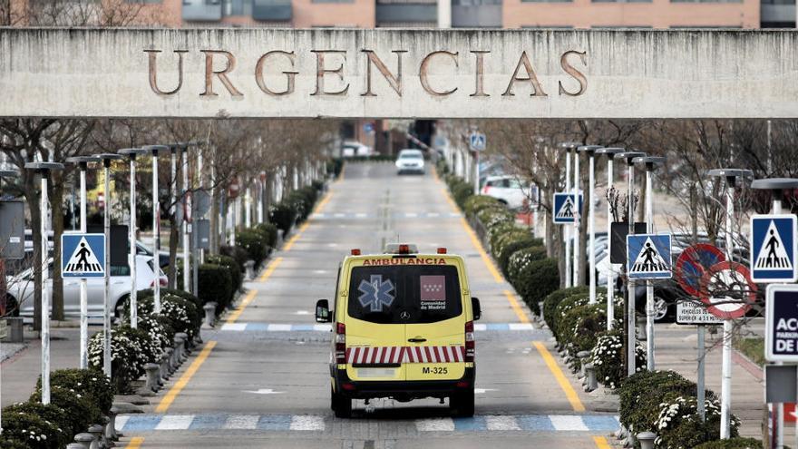 Un joven con problemas psiquiátricos asesta tres puñaladas a un cura en Madrid