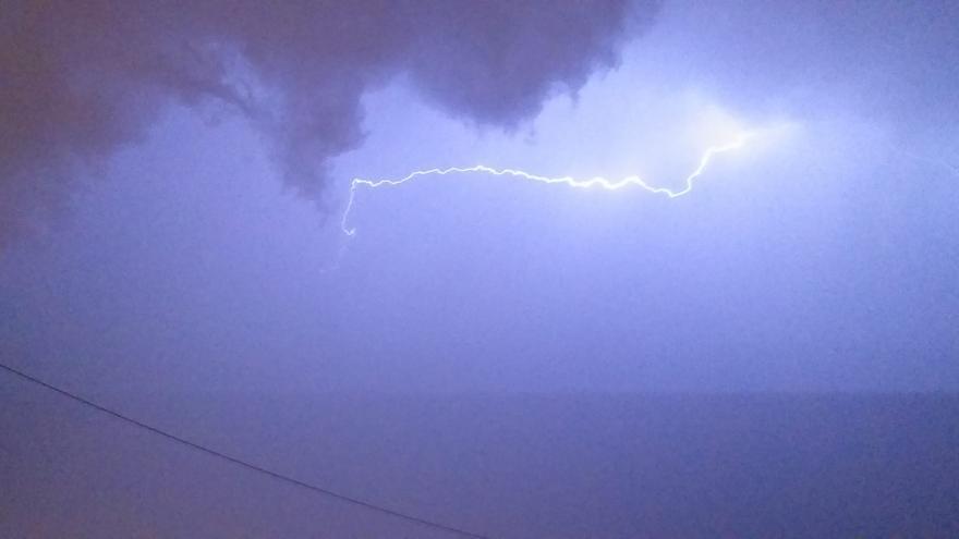 Regresan los avisos al interior de Alicante por fuertes tormentas