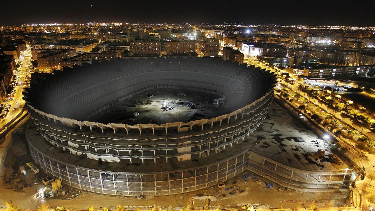 Aspecto de las obras del nuevo estadio, paradas desde 2009.  j.m.lópez