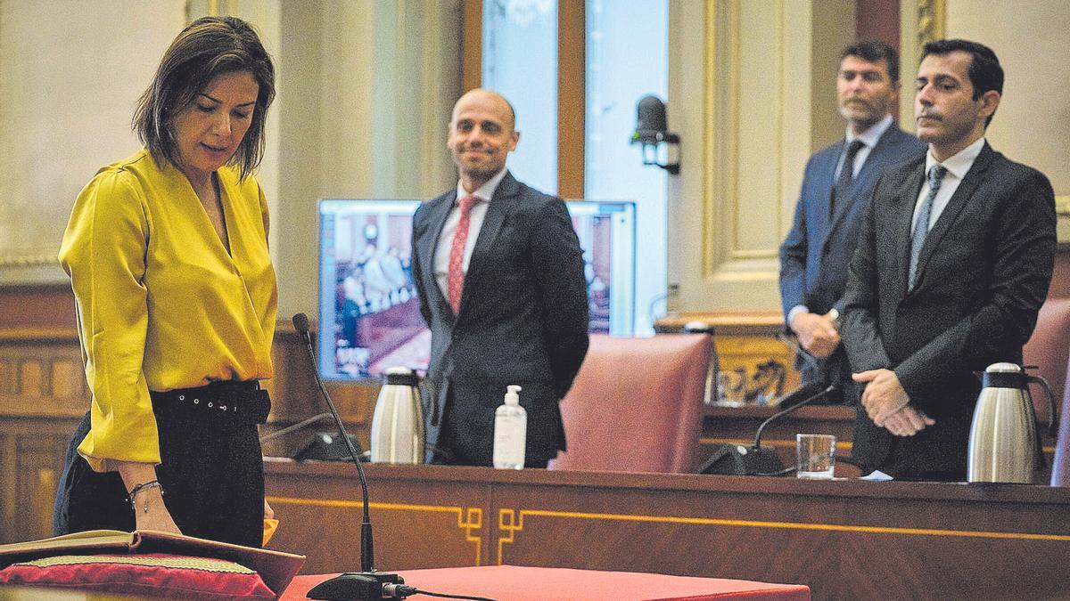 Toma de posesión de Evelyn Alonso como concejala del Ayuntamiento de Santa Cruz de Tenerife.