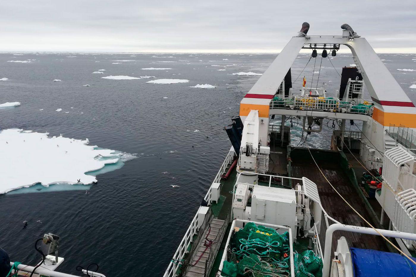 Un bacaladero faenando en aguas de Noruega