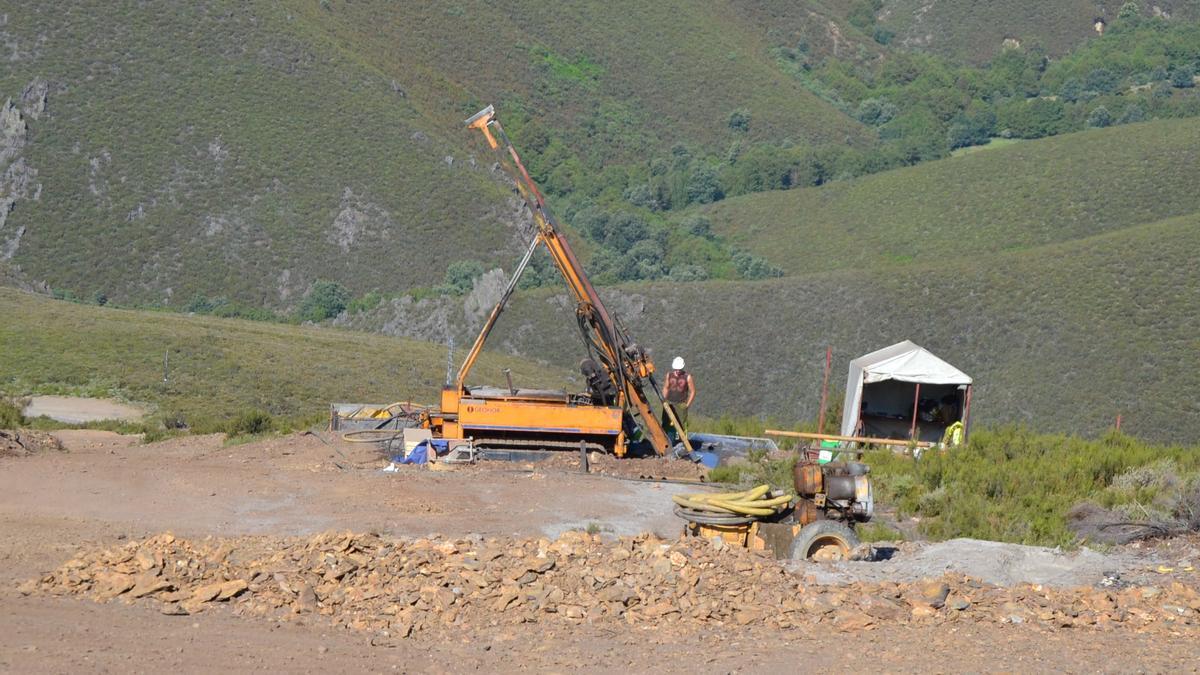Trabajos de calicata en la mina de wolframio del municipio de Pedralba de la Pradería