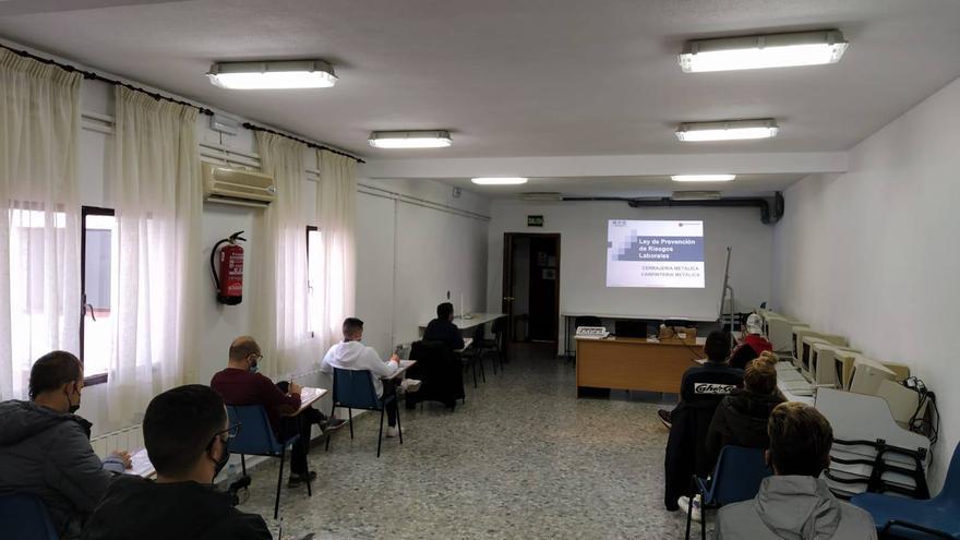 La Asociación de Empresarios Rivera de Gata enseña tecnologías digitales