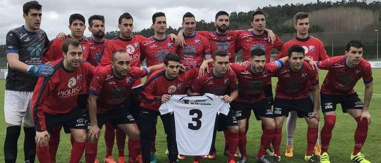 Los jugadores del Barco posan con la camiseta de Jesús Carrera.