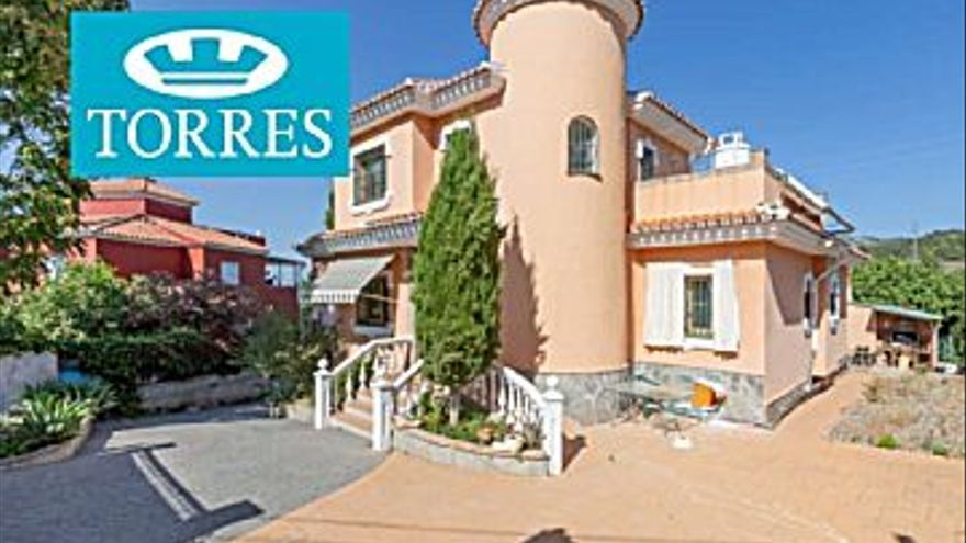 440.000 € Venta de casa en Alhaurín de la Torre 249 m2, 6 habitaciones, 4 baños, 1.767 €/m2...
