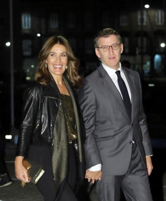 Feijóo y Eva Cárdenas a su llegada al cóctel de la boda de Marta Ortega y Carlos Torretta.