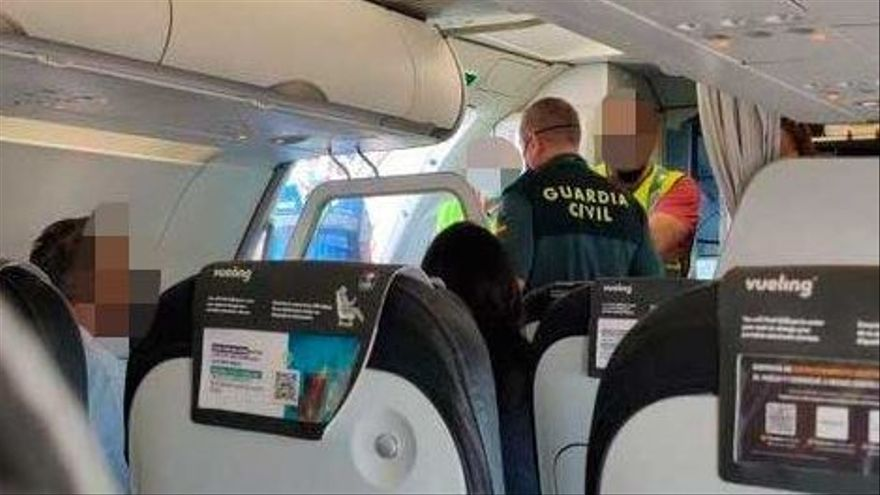 Abortan el despegue de un avión en Palma porque una pasajera hablaba por el móvil