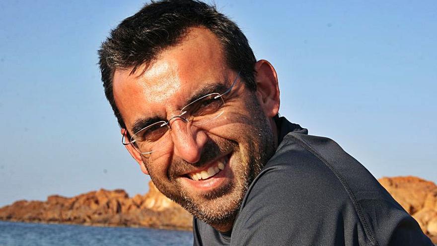 Francesc Xavier Roig: «La posidonia en la orilla no es un residuo, es una barrera que protege las playas»