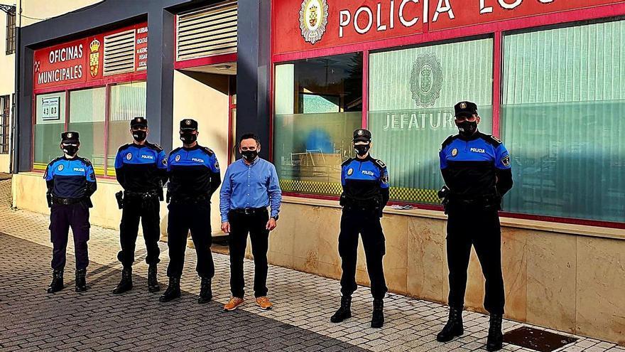 Nava suma dos policías locales en prácticas