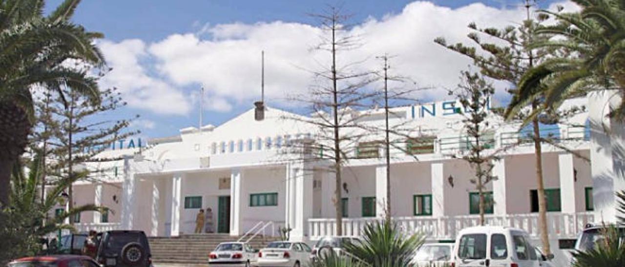 Un brote de sarna afecta a una veintena de trabajadores del Hospital Insular