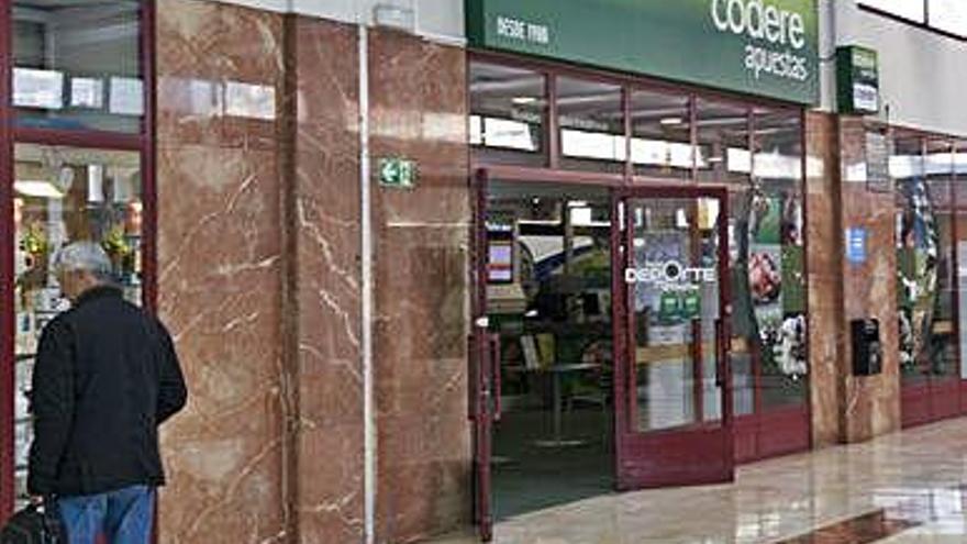 Locales de apuestas esquivan la orden de cierre al presentar sus licencias autonómicas
