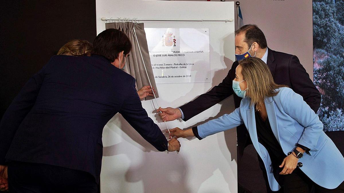 Las autoridades, encabezadas por el ministro Ábalos, inauguran el tramo entre Zamora y Pedralba de la Pradería. | Cedida