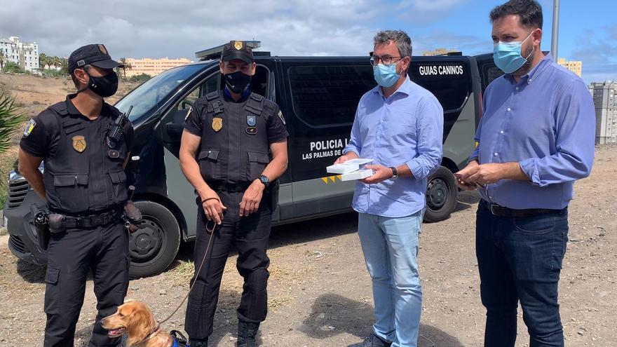 La Policía Local recibe lectores de microchip para un mejor control de las mascotas