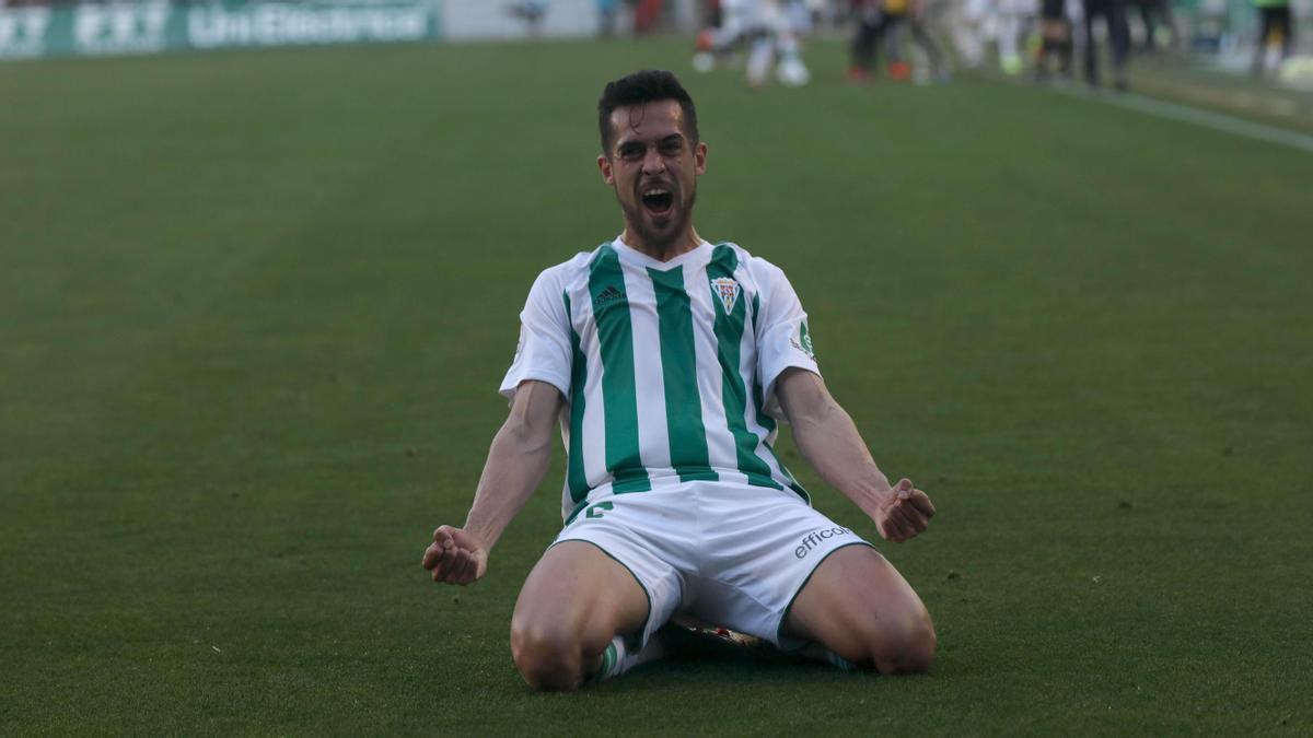 Iván Navarro, tras anotar el gol del triunfo en la remontada ante el Sevilla Atlético, la pasada temporada.