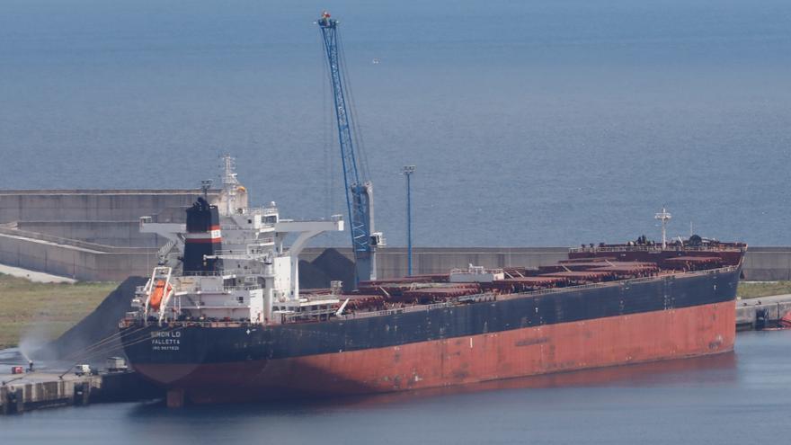 El mayor barco que atracó en la ampliación de El Musel zarpará tras su venta