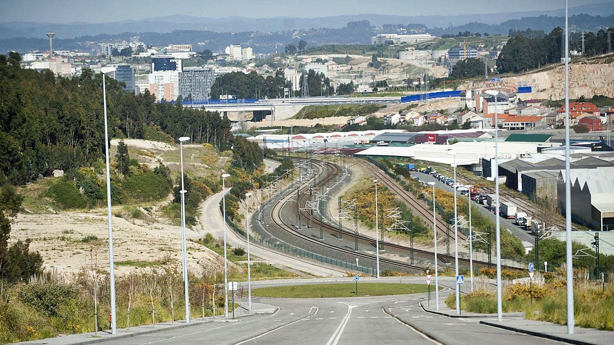 Red ferroviaria en la zona de Pocomaco y Vío desde donde partirá la conexión hacia punta Langosteira.   | // CASTELEIRO/ROLLER AGENCIA