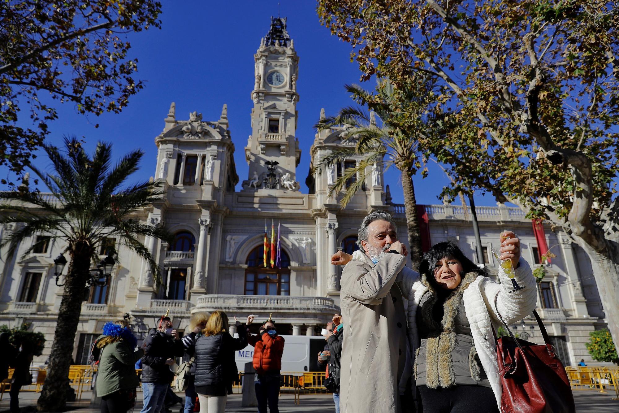Celebración de la Nochevieja adelantada en la Plaza del Ayuntamiento de València