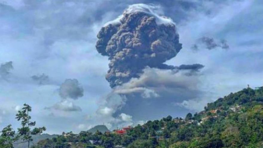 La AEMET vigila desde Canarias la nube de cenizas del volcán del Caribe
