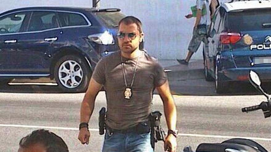 La Justicia ordena condecorar a un policía que resultó herido en un tiroteo con un narco en Estepona
