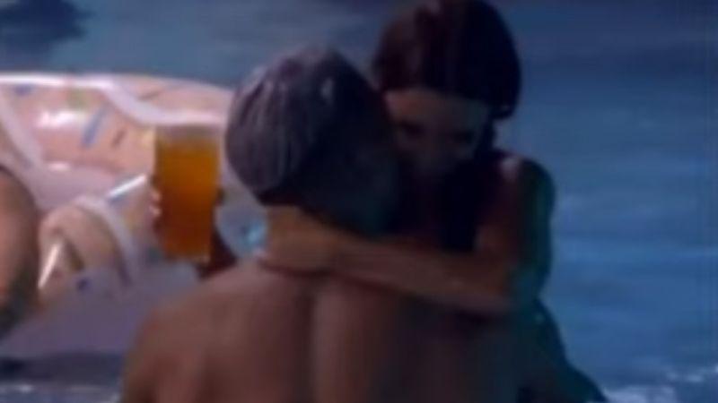 Fani y Julián, en la piscina