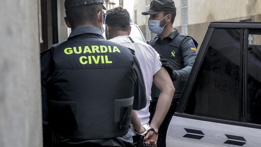 El juez deja libres con cargos a los presuntos agresores de un policía en Cala Rajada