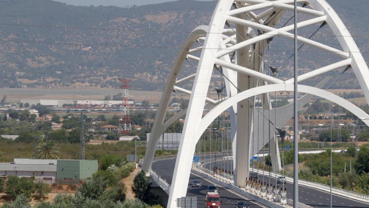 Los empresarios exigen a Junta y Gobierno el segundo tramo de la variante Oeste de Córdoba