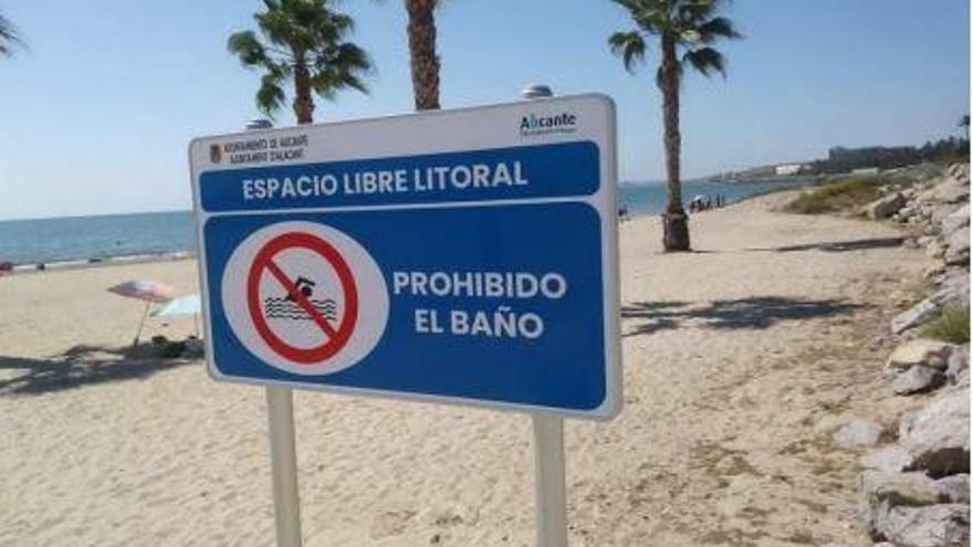 Los vecinos de San Gabriel critican que el Ayuntamiento no permita el baño en sus playas