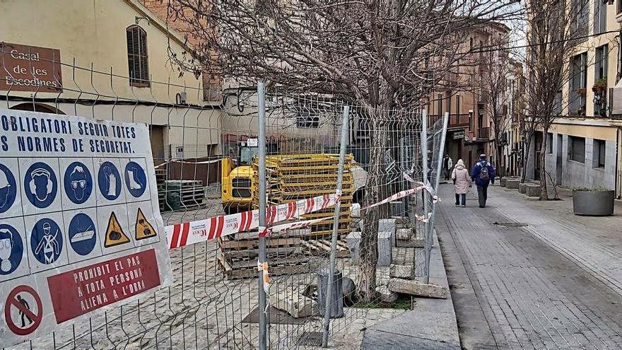 Comencen les obres que han de pacificar el trànsit als carrers Escodines i Sant Bartomeu