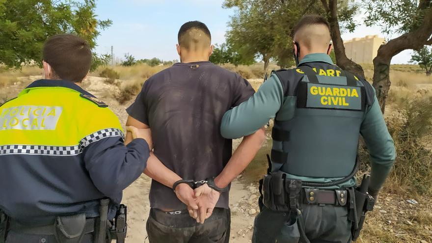 La Guardia Civil y la Policía de El Campello detienen a un okupa reclamado por un juzgado de Guipúzcoa
