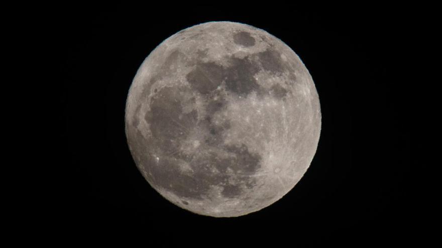 La primera superluna de marzo se podrá ver el lunes en casi toda España