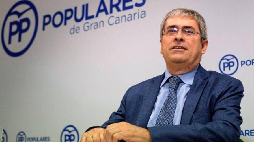Marco Aurelio Pérez acusa a Carlos Álamo de irse de pesca en vez de representar al área de Turismo