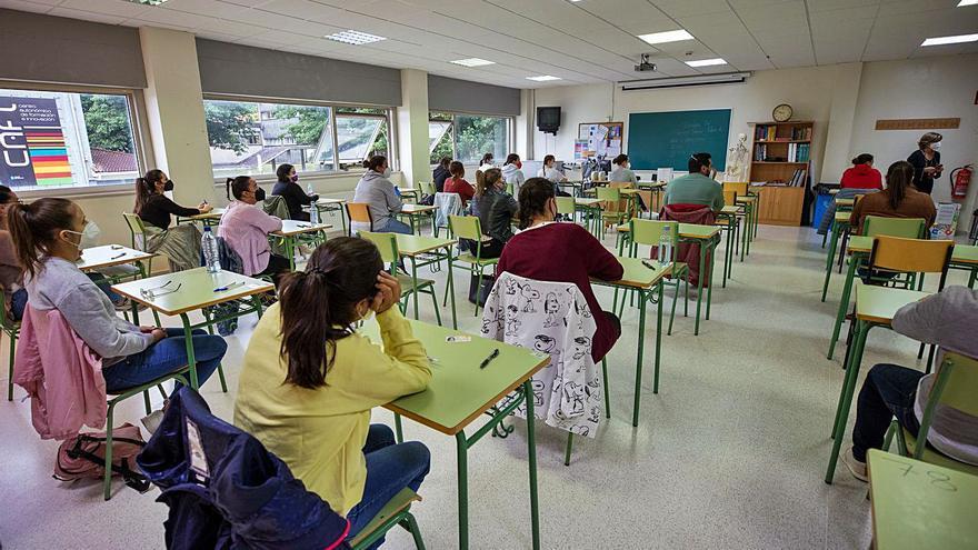 Más de 25.700 docentes competirán hasta el viernes por una de las 3.894 plazas de la Xunta