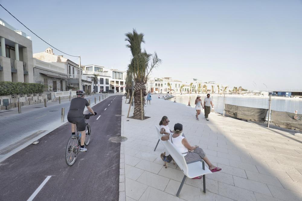 Los paseantes estrenan el nuevo espacio del Port Petit
