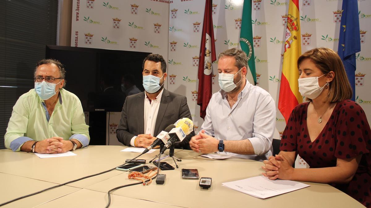El presidente provincial del PP,  Adolfo Molina, junto a Cristina Piernagorda y Ramón Martín.