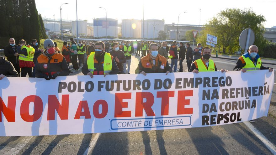 Encierro del comité de empresa de la refinería contra el ERTE