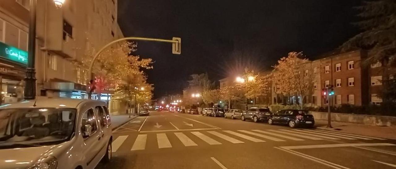 """Una noche de toque de queda vista por los policías asturianos: """"Después de las doce no hay ni gatos, la gente no tiene donde ir"""""""