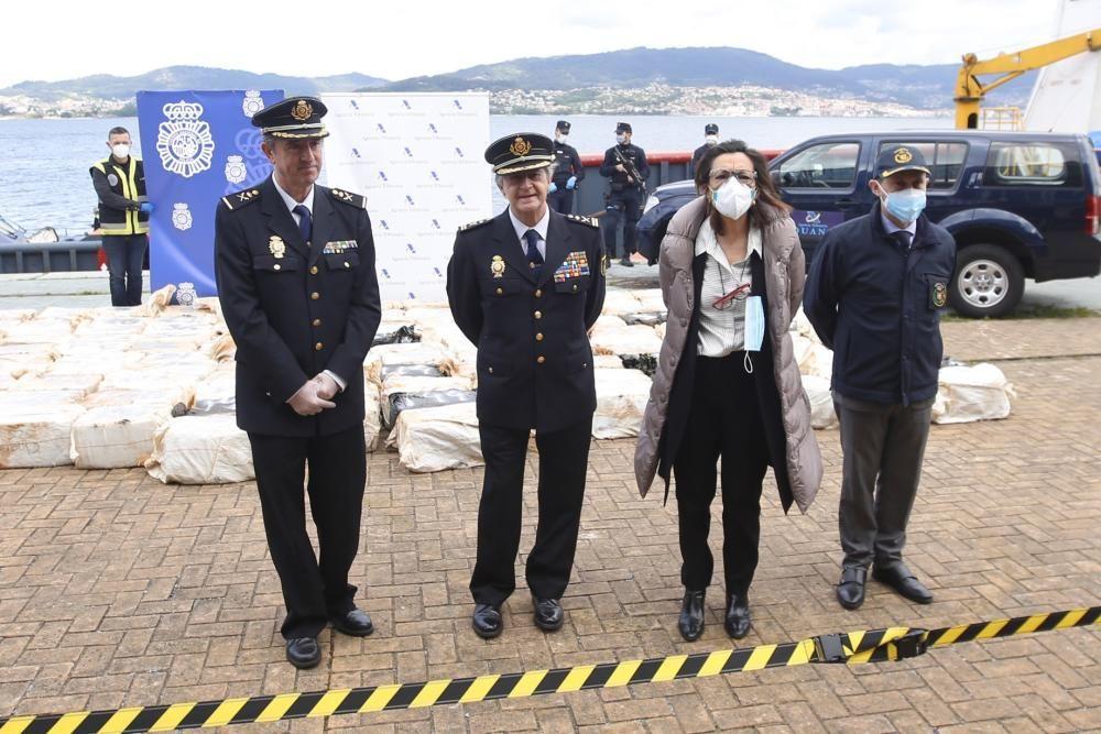 """El """"karar"""", abordado en alta mar y en el que se transportaba la droga, llegó ayer al puerto de Vigo . // Ricardo Grobas"""
