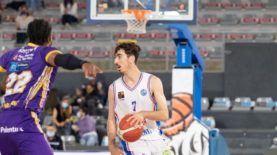 El HLA renueva a Guillem Arcos y Alejandro Galán se marcha al Bilbao Basket
