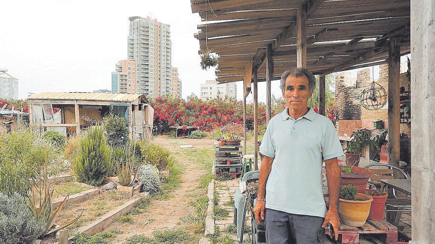 La vida en una fábrica abandonada de Natzaret a la espera de recibir la subvención