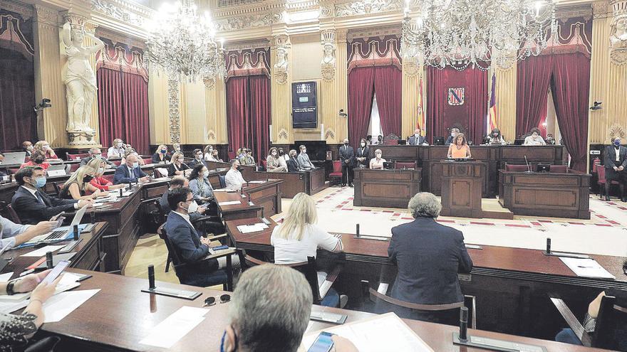El PP critica la falta de humildad de la presidenta y sus socios, la renuncia a reivindicar el REB