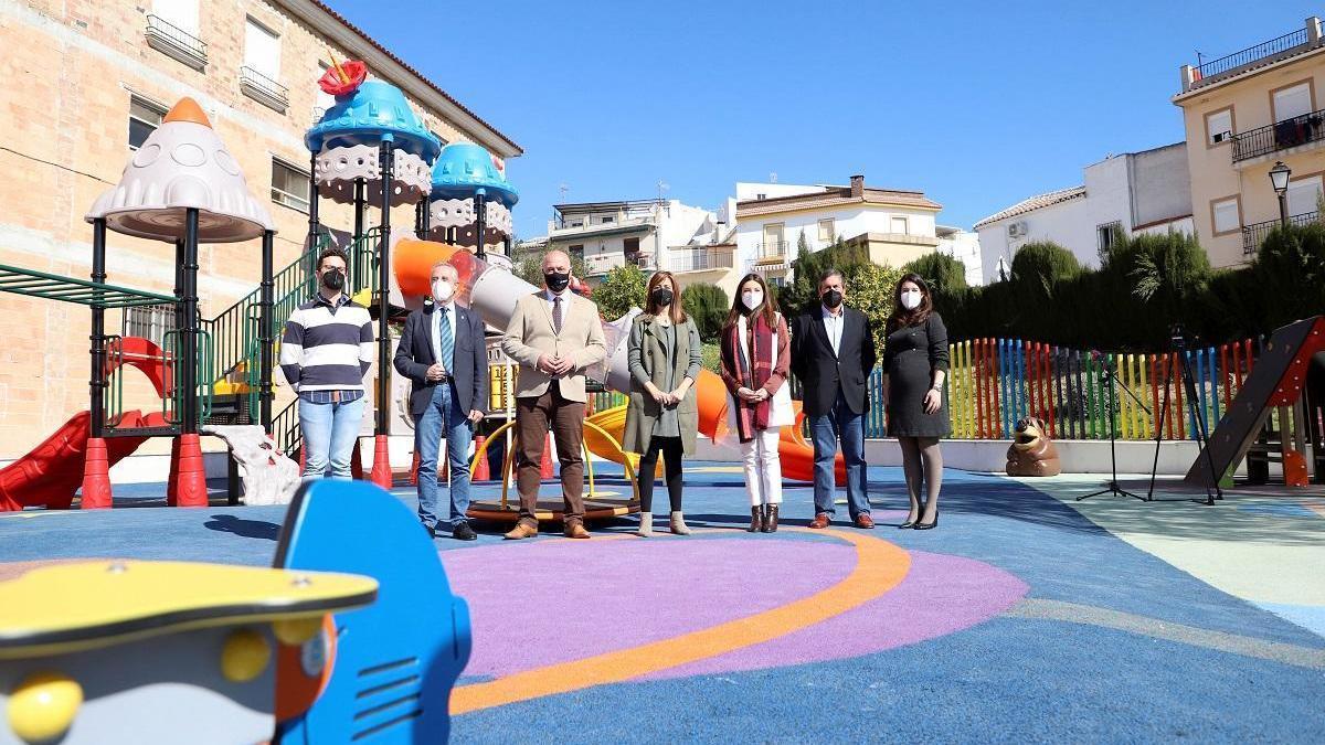 Luque inaugura un parque infantil en el que se han invertido más de 200.000 euros