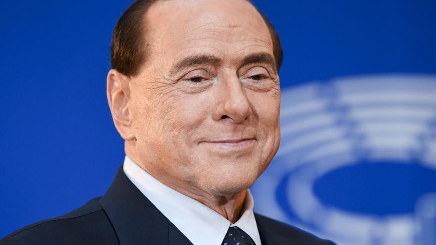 """Berlusconi afirma que su salud mejora """"poco a poco"""" tras sus reiteradas hospitalizaciones"""