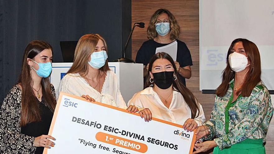 Divina Seguros premia al equipo ganador del desafío empresarial lanzado al alumnado de ESIC