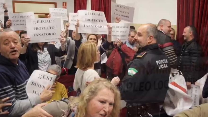 Trabajadores de Tanatorios de Córdoba interrumpen el Pleno