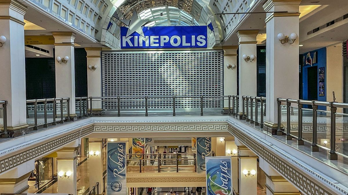 The Kinépolis Alicante cinemas, in the Plaza Mar2 shopping center, have temporarily lowered the blind.