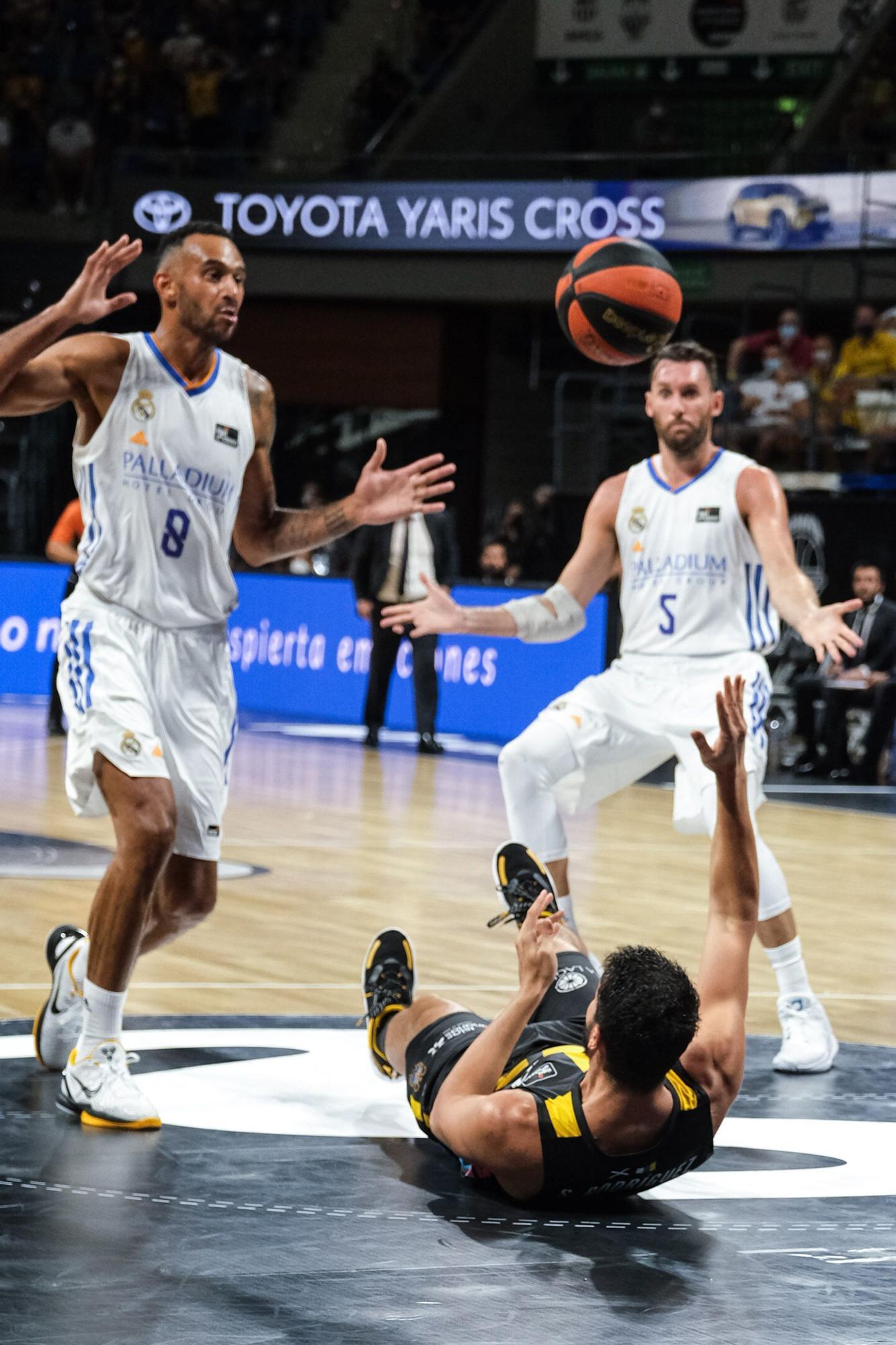 Encuentro entre el Lenovo Tenerife y el Real Madrid