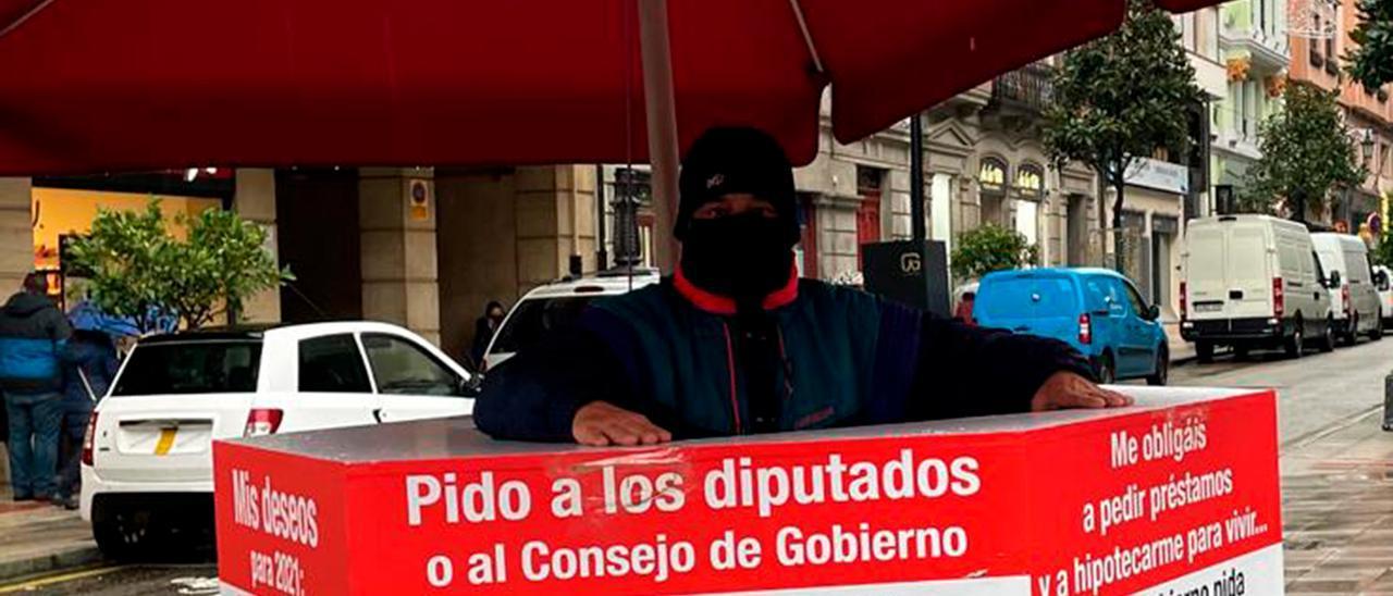 Titi Sánchez, esta mañana, ante la Junta General, en Oviedo.