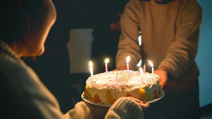 Esta es tarta de Mercadona, líder en ventas y que te recordará a la que hacía tu abuela por tu cumpleaños