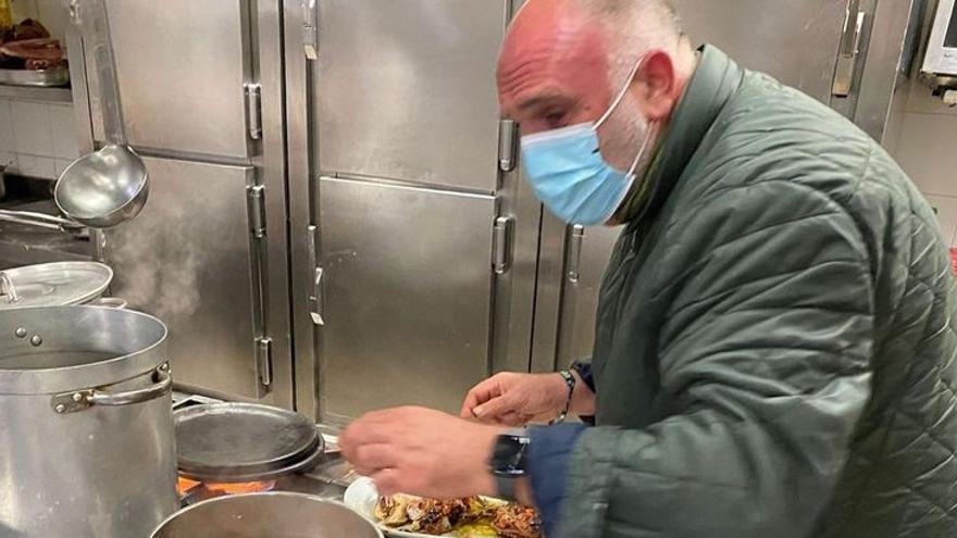 José Andrés se pone ya a cocinar en Oviedo