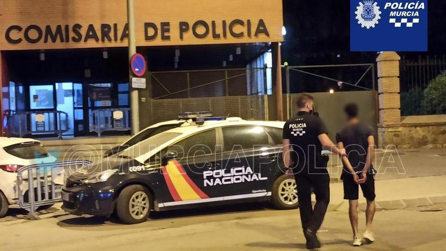 Detenido por amenazar y agredir a su pareja en La Ñora